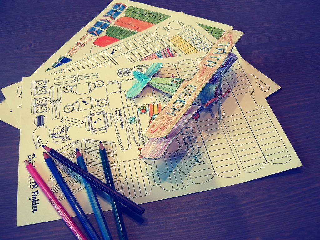 Tisk a barvení papírového modelu letadla