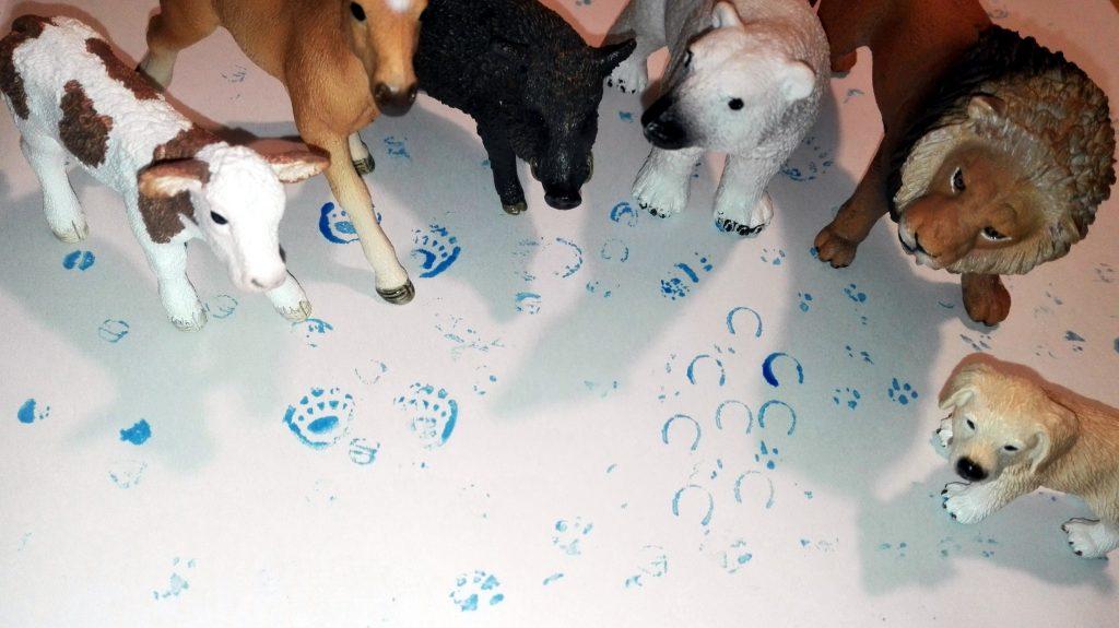 Stopy vytvořené pomocí zvířátek Schleich